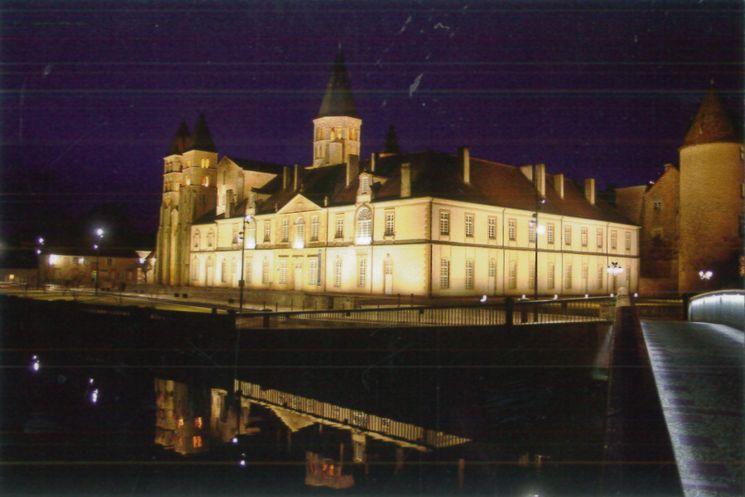 Paray-le-Monial, 71 - Le Cloître et la Basilique du sacré-Coeur